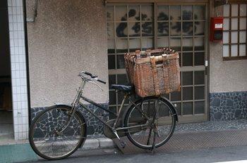 寿司屋の自転車.JPG